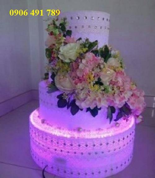 Bánh kem trang trí có đèn led