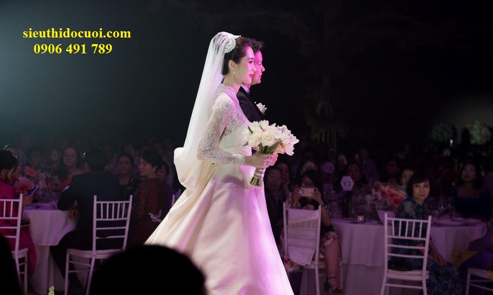 Ghế tiffany trong tiệc cưới hoa hậu Thu Thảo tại Gemcenter